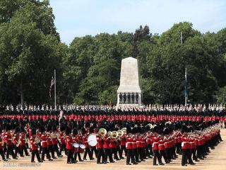 مراسم تولد ملکه انگلیس