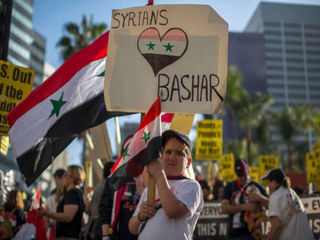 اعتراض مردم لس آنجلس به حمله موشکی آمریکا به سوریه