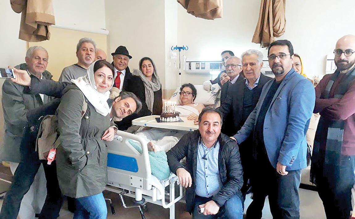 جشن تولد احمدرضا دالوند روی تخت بیمارستان