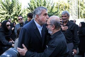 پدر مهدی شادمانی و رضا صالحی امیری، وزیر ورزش در مراسم تشییع
