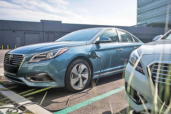 فروش یک میلیون خودروی برقی در آمریکا