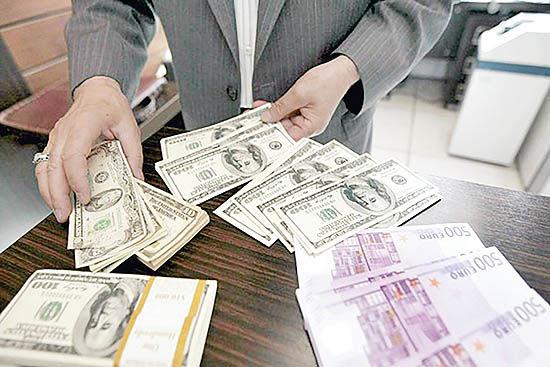 نزول نرخ ارز در سه بازار