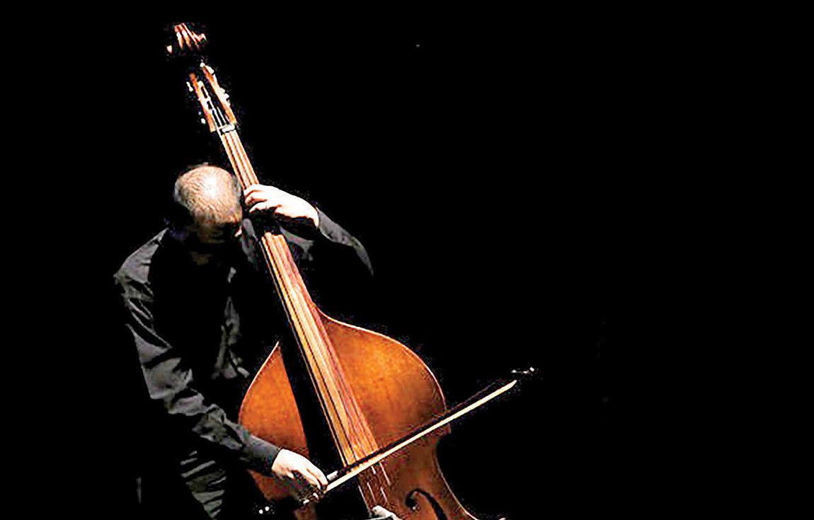 اجرای نوازندگان ایتالیایی در برج آزادی