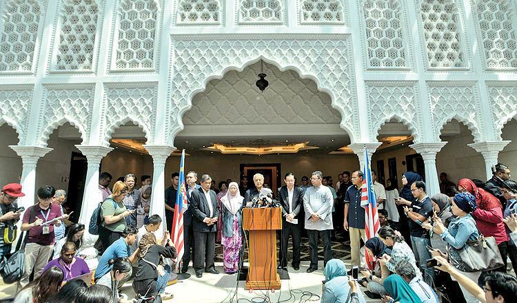 پیروزی معمار توسعه با شعار دموکراسی