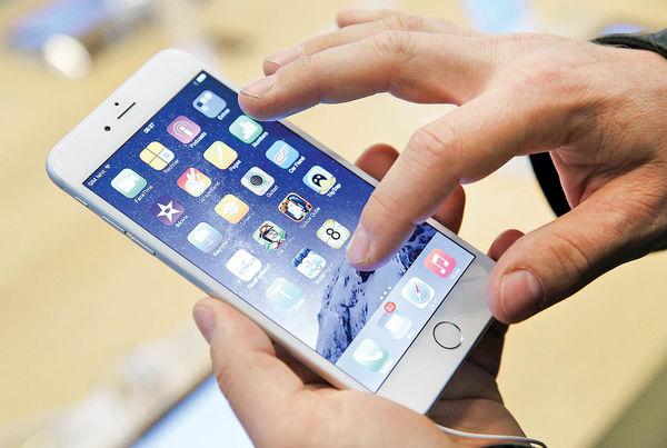 اپل از بازار موبایل عقب است!