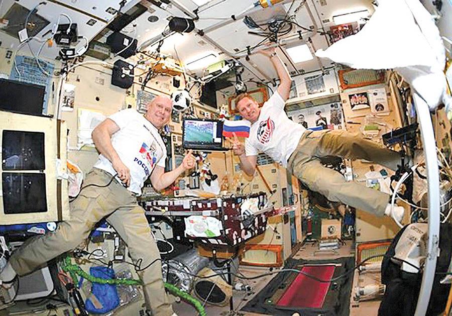 تماشای جام جهانی در فضا
