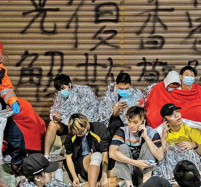 دانشگاه پلیتکنیک در محاصره پلیس