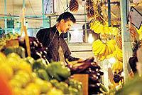 میدان میوه و ترهبار شهدای باغآذری در تهران به بهرهبرداری رسید - ۱۵ مرداد ۸۵