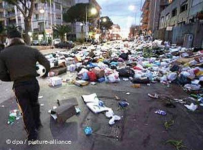 بحران زباله بحث اصلی دولت و مطبوعات در ایتالیا