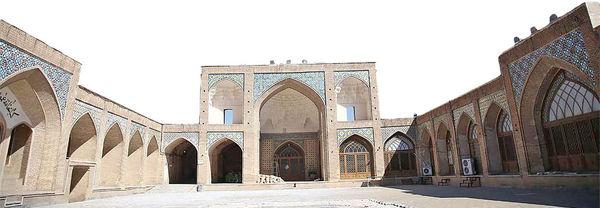 از گنبد سبز تا مسجد عتیق