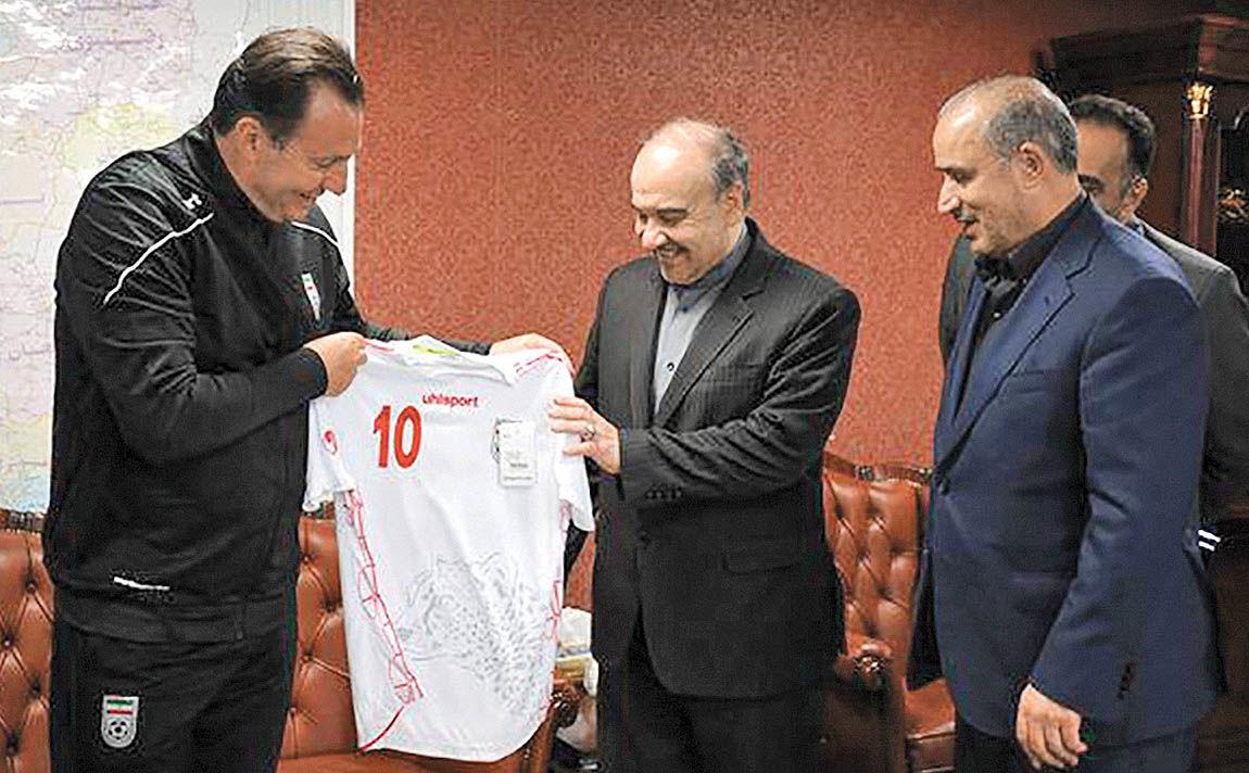 تقبیح «منت» وزارت ورزش بر سر فوتبال