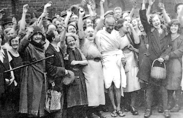 تقدسزدایی از گاندی