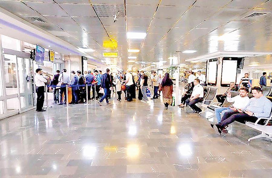 تناقض دو سیاست در قبال سفرهای خارجی