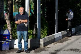 محسن شاندیز، عکاس پیشکسوت در مراسم تشییع پیکر مهدی شادمانی خبرنگار ورزشی