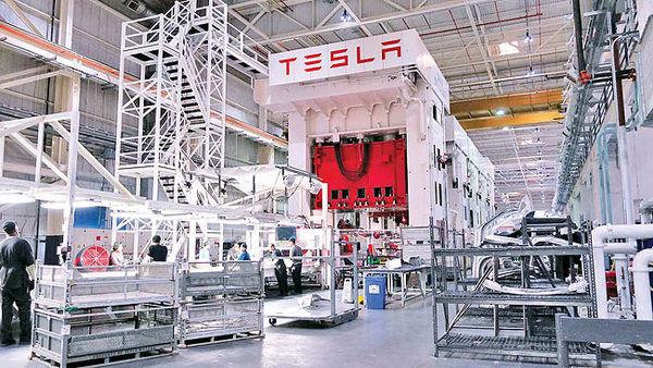 تسلا در چین خط تولید میزند