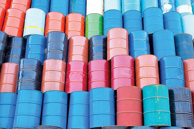سقوط آزاد بازار نفت