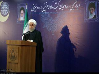 دیدار روحانی با مددجویان کمیته امداد و بهزیستی