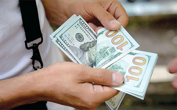 برخورد دلار به کف کانال