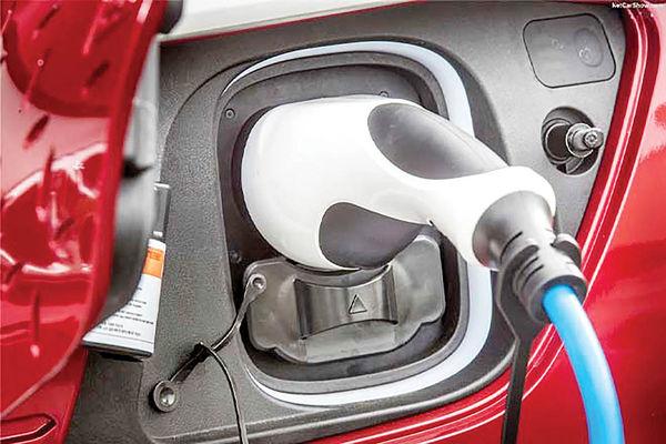 بیمیلی هندیها به خرید خودروی برقی