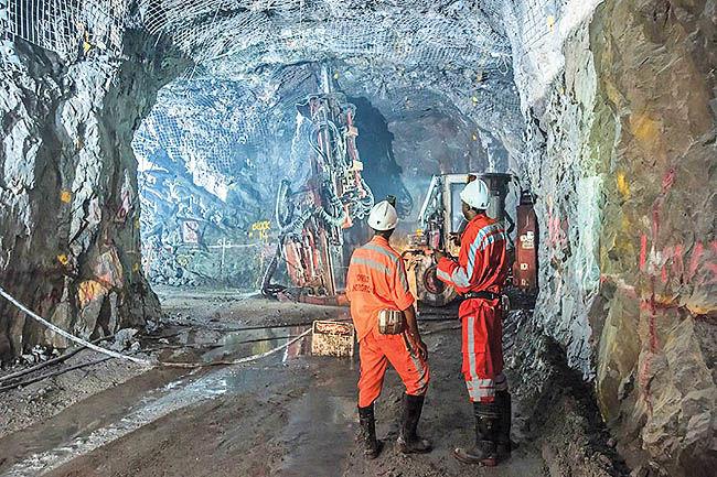 فعالیت 200 معدن در خوزستان