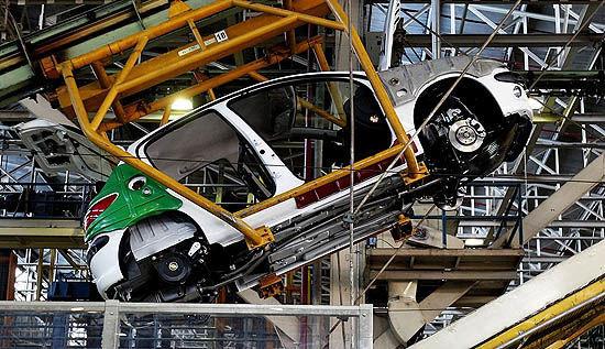 کارنامه خودروسازان در پایان سال گذشته نسبت به سال ۹۷/ پژو در سر لیست تولید/پراید همچنان در صدر محصولات سایپا